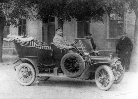 Adler_Kleinauto_4-8_oder_5-9_PS_um_1907_Ausschnitt