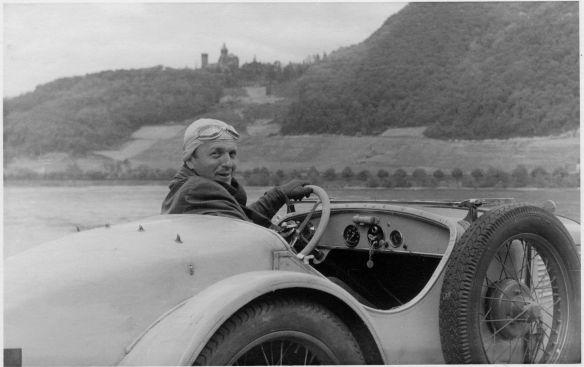 BMW_DA3_Wartburg_Roadster_Schloss_Drachenburg_05-1949_Galerie
