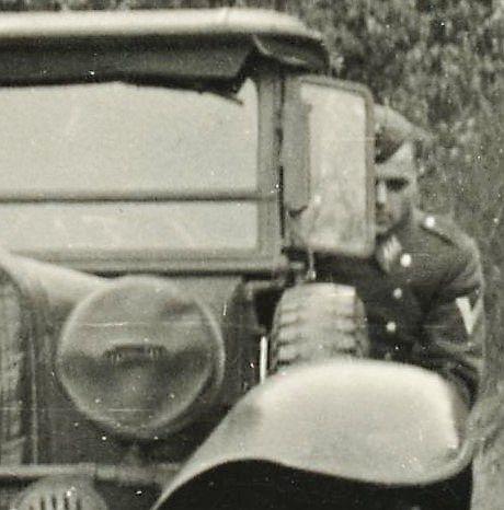 Stoewer_M12_Kübelwagen_Soldat
