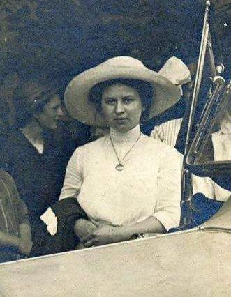 Adler_10-25PS_Tourenwagen_1913_Dame