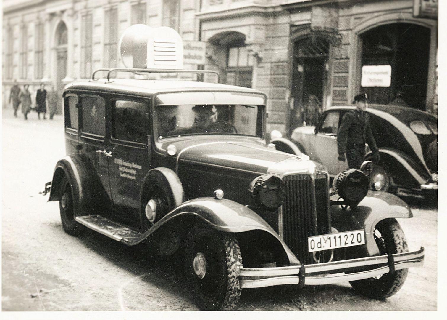 Chrysler_Imperial_1931-32_Steyr_120_1935-36_Oberdonau