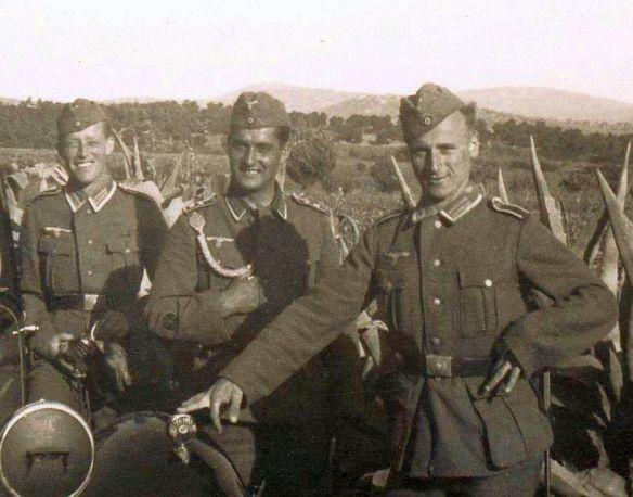 Humber_Pullman_Balkan_1941_Soldaten