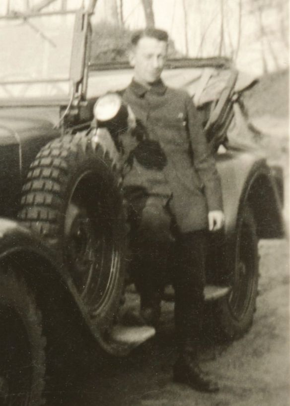 Adler_Kübelwagen_12N-RW_Vorkrieg_Soldat