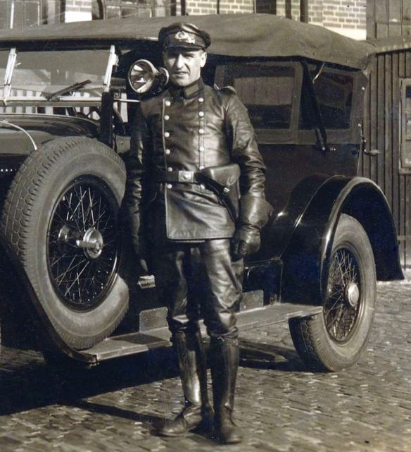 Mercedes_15_70_100_PS_Mitte_1920er_Fahrer
