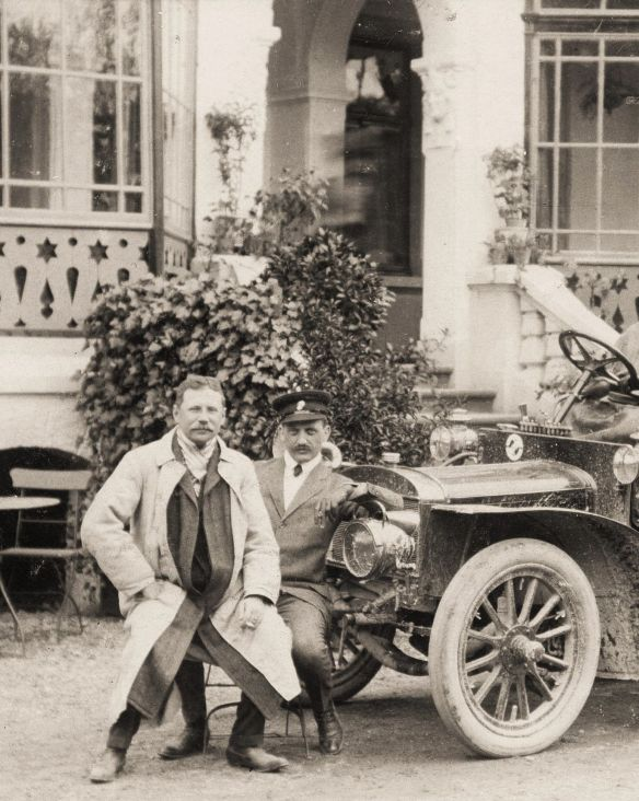Adler_Motorwagen_Driburg_um_1905_Passagiere