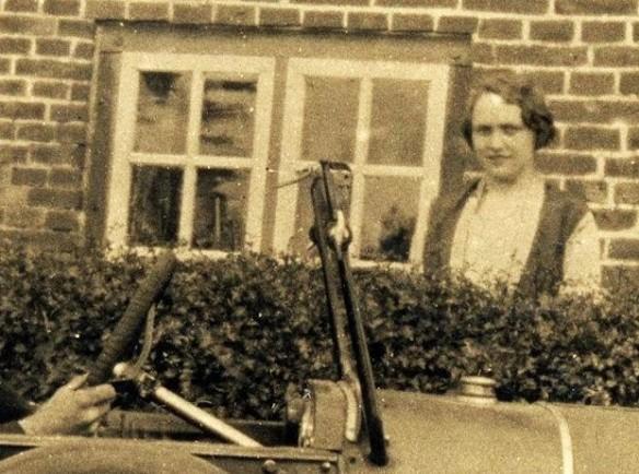 Opel_4-14_PS_bei_Wilhelmshaven_1928_Dame
