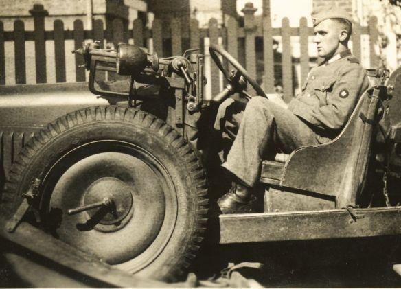 Stoewer_M12_RW_Kübelwagen_Normandie_1940_2_Ausschnitt.jpg