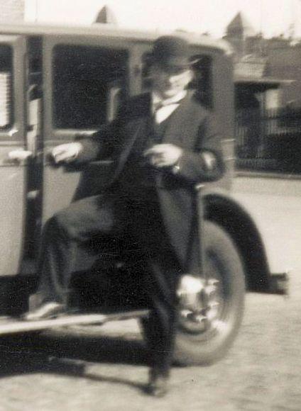 Adler_Standard_8_07-1932_Besitzer