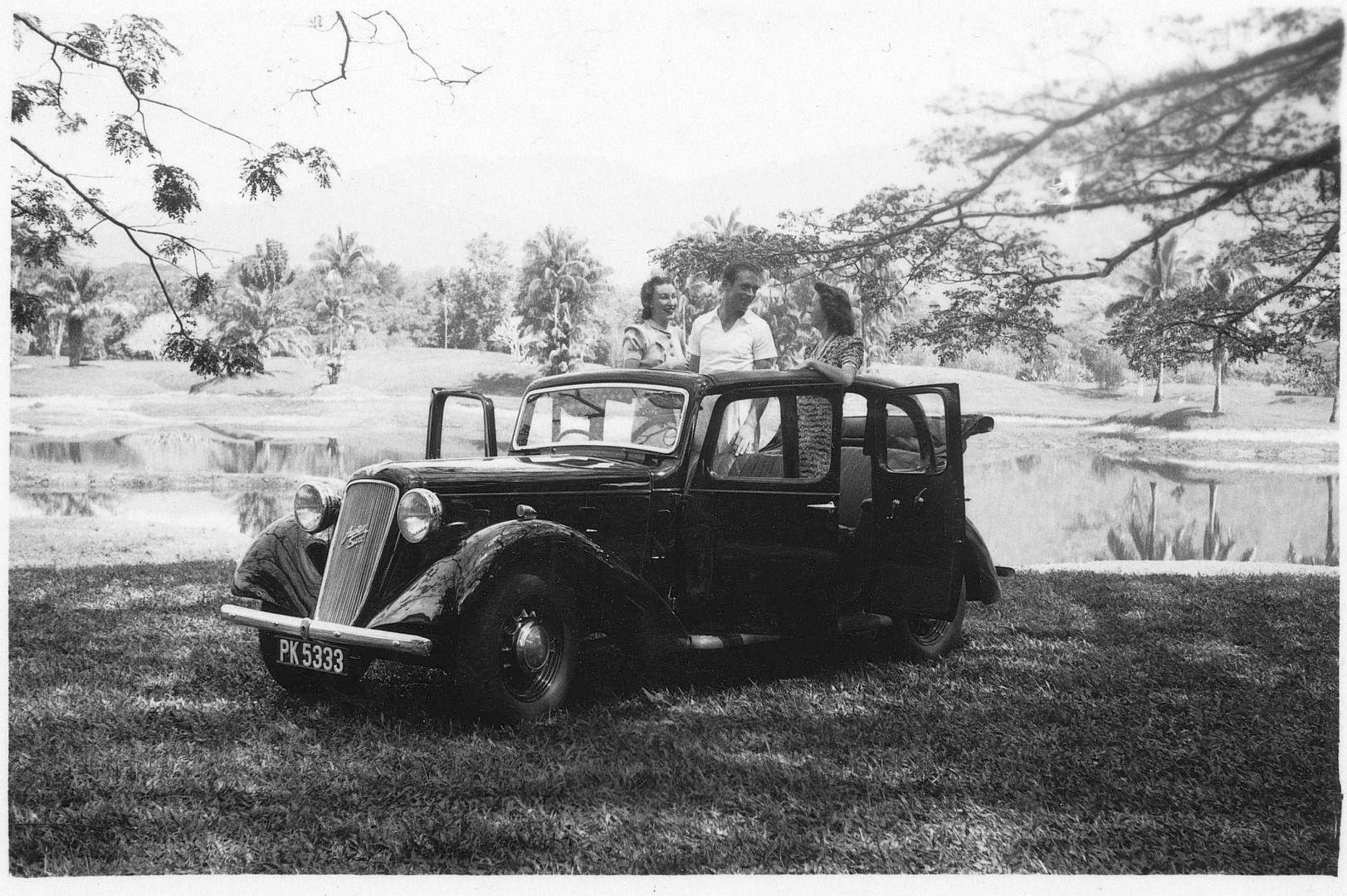 Austin_12-6_1937_open-top_sedan_Galerie