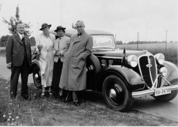 Stoewer_Greif_V8_in_Saarow-Pieskow_1937_Ausschnitt