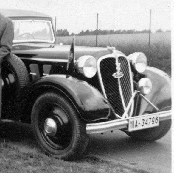 Stoewer_Greif_V8_in_Saarow-Pieskow_1937_Ausschnitt2