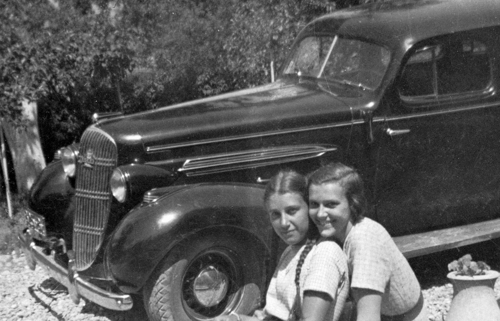 Oldsmobile_1935_Frontpartie.jpg
