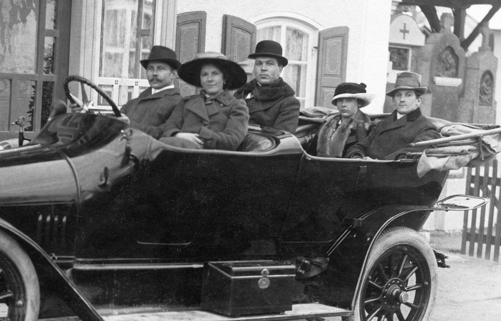 Audi_Typ_B_Tourenwagen_vor_1914_Insassen