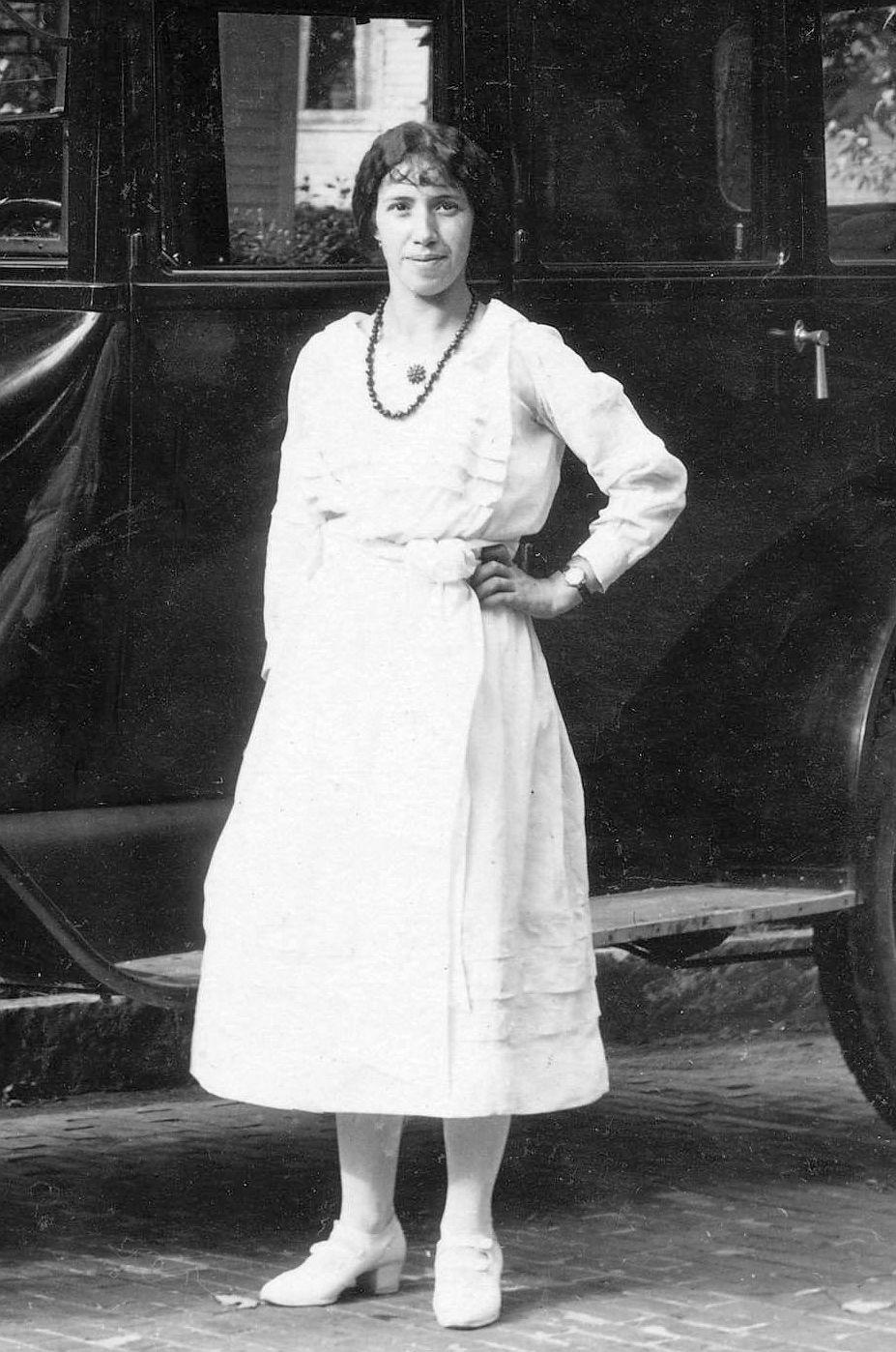 Chevrolet_FB-40_Sedan_1919-22_deutsch_beschriftet_Dame