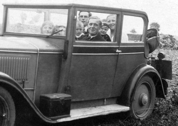 DKW_V800_Cabrio-Limousine_vollbesetzt_Insassen