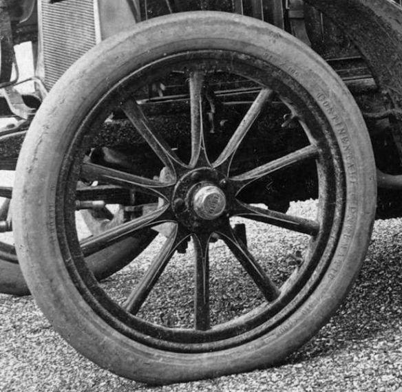 Opel_Darracq_16_PS_1904-06_Vorderrad