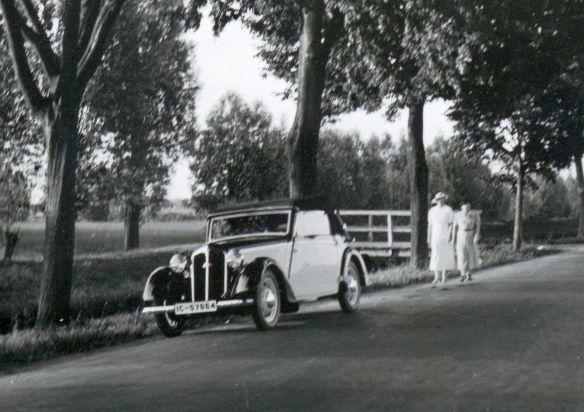 DKW_F5_Front_Luxus_Cabrio_4-sitzig_bei_Elbing_06-1937_Ausschnitt
