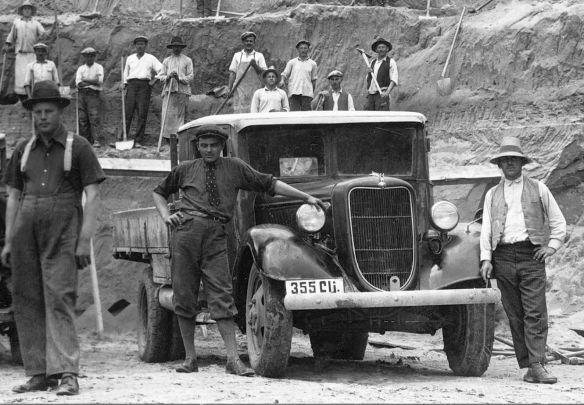 Ford_3-Tonner_V8-51_1937-39_Galerie