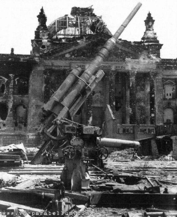 Berlin_Reichstag_1945