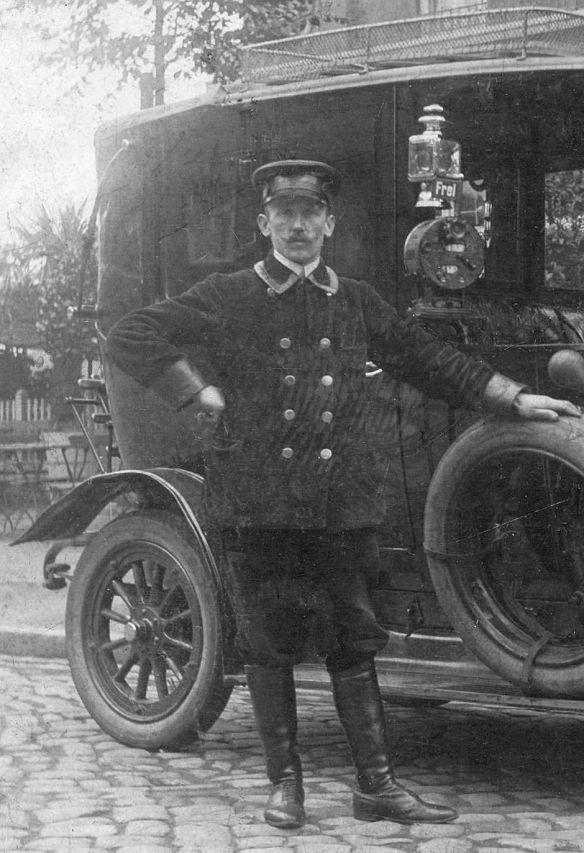 NAG_K3_oder_K5_Ak_nach_Armstedt_Holstein_1913_Fahrer