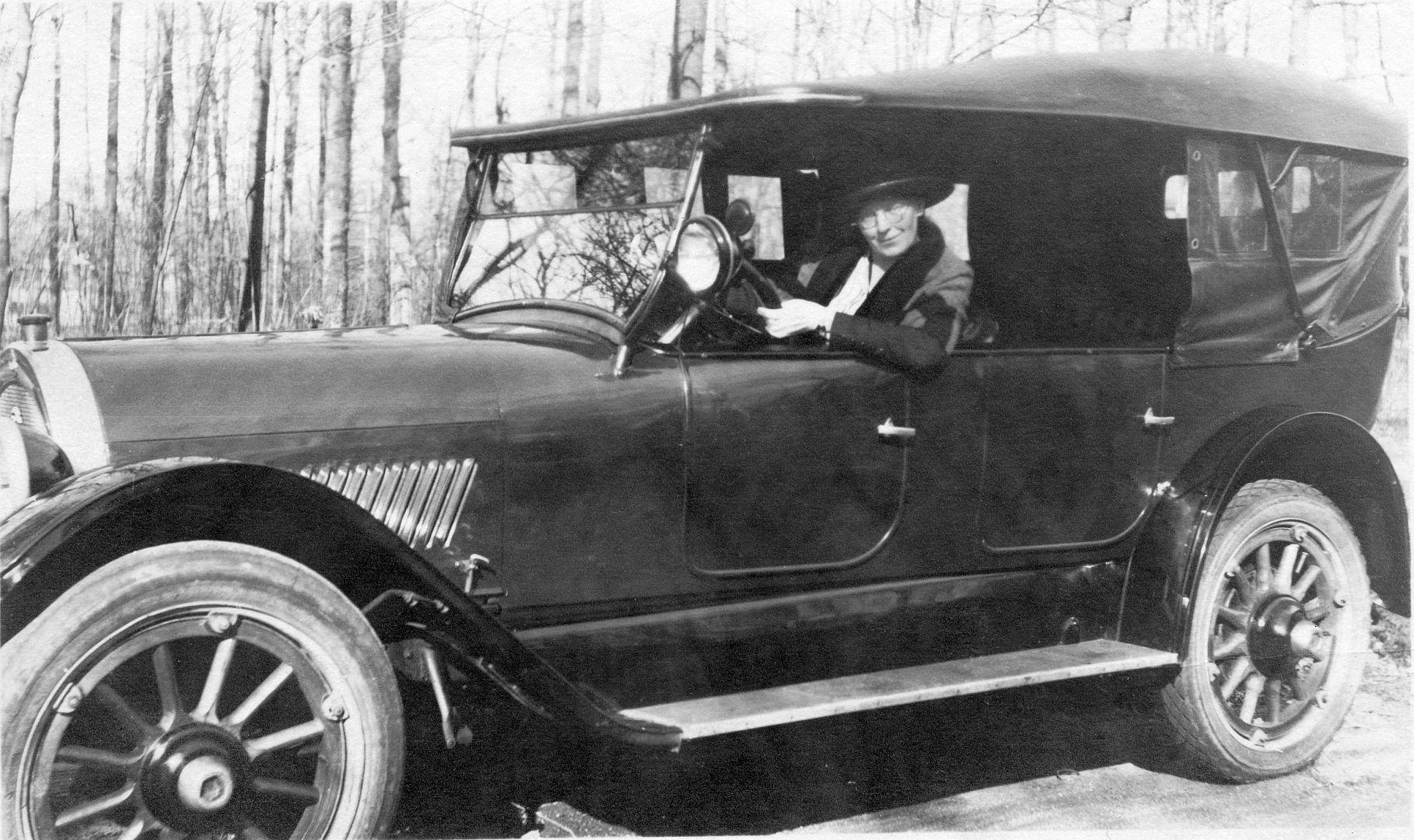 Oldsmobile_1921-22_deutsch_beschriftet_erstes Auto_Galerie