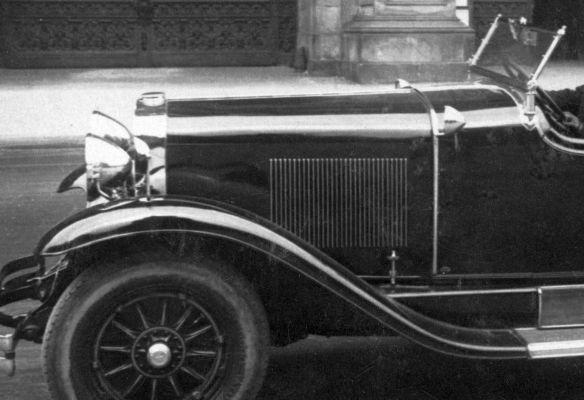 Cadillac_1928_Wien_230429_Frontpartie-spiegelverkehrt