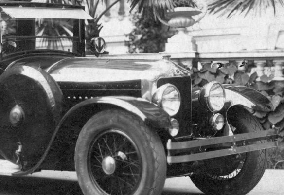 Minerva_20_CV_um_1925_Limousine_Frontpartie