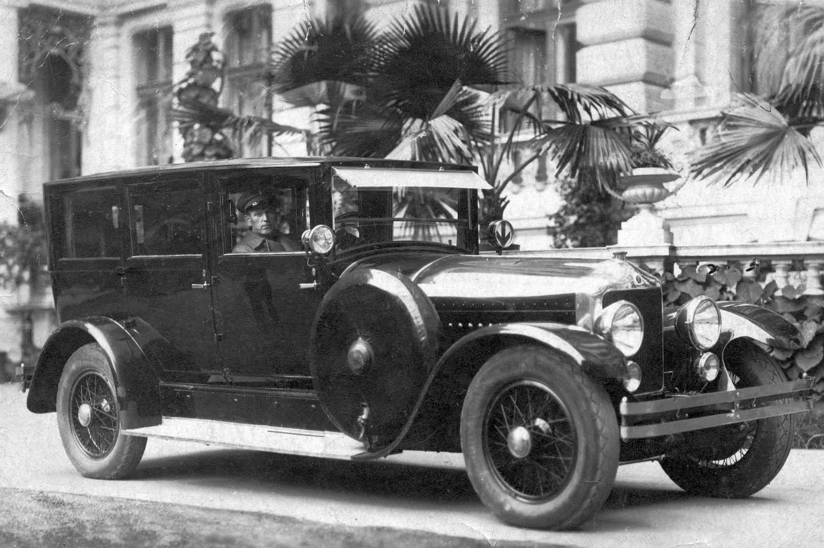 Minerva_20_CV_um_1925_Limousine_Galerie