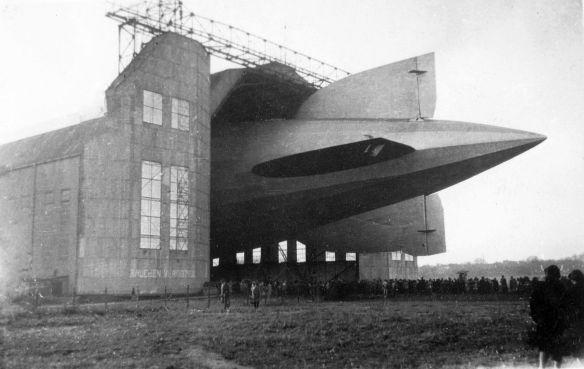 Zeppelin_Luftschiffhalle_Frankfurt_LZ_127