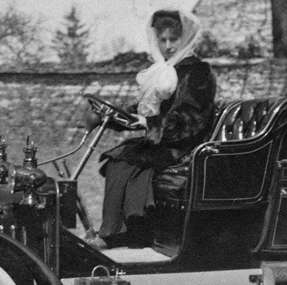Lion-Peugeot_VC2_frz_Ak_1909_Insassin