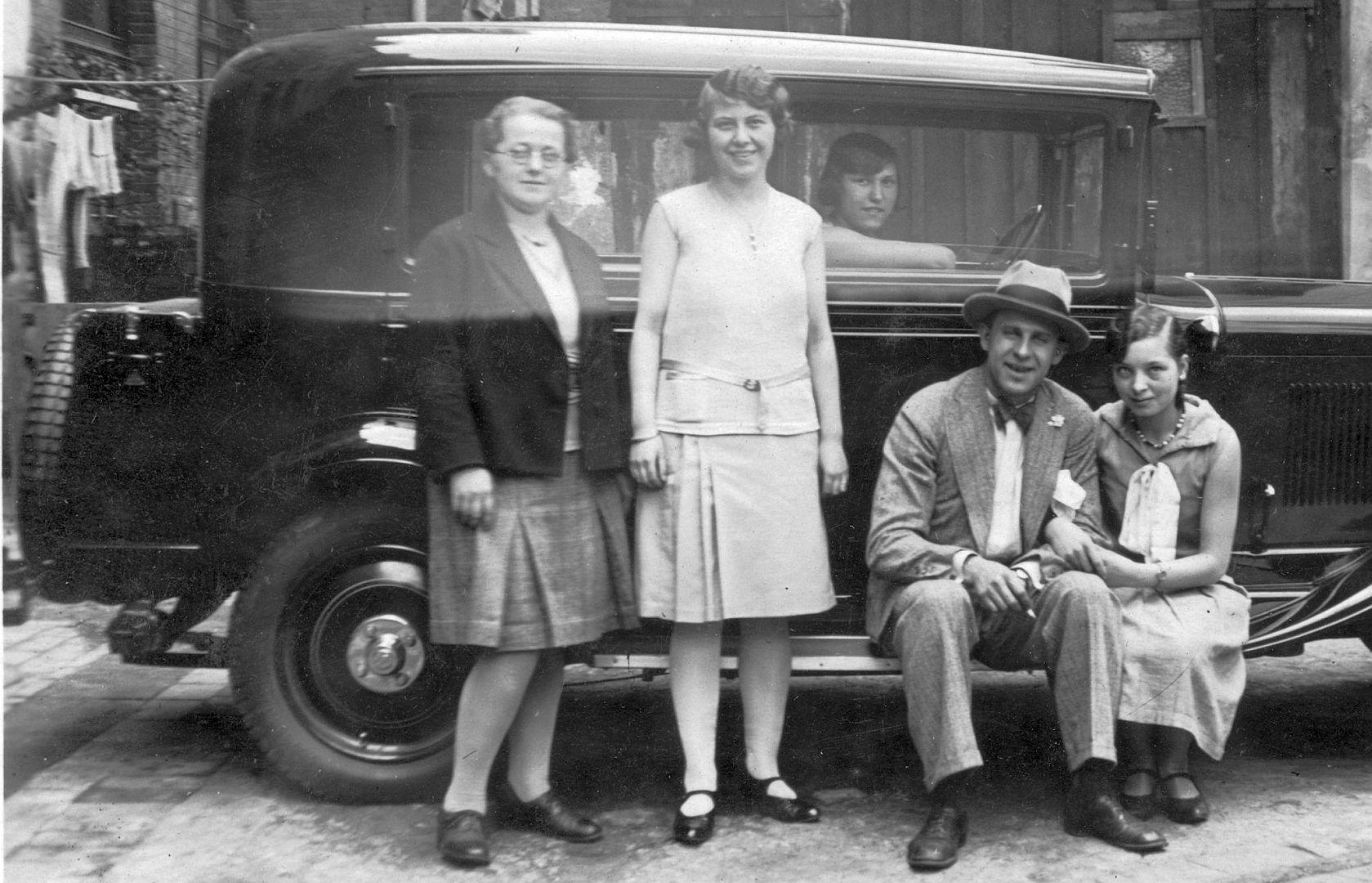 Opel_8-40_PS_Luxus-Limousine_1930_Seitenpartie