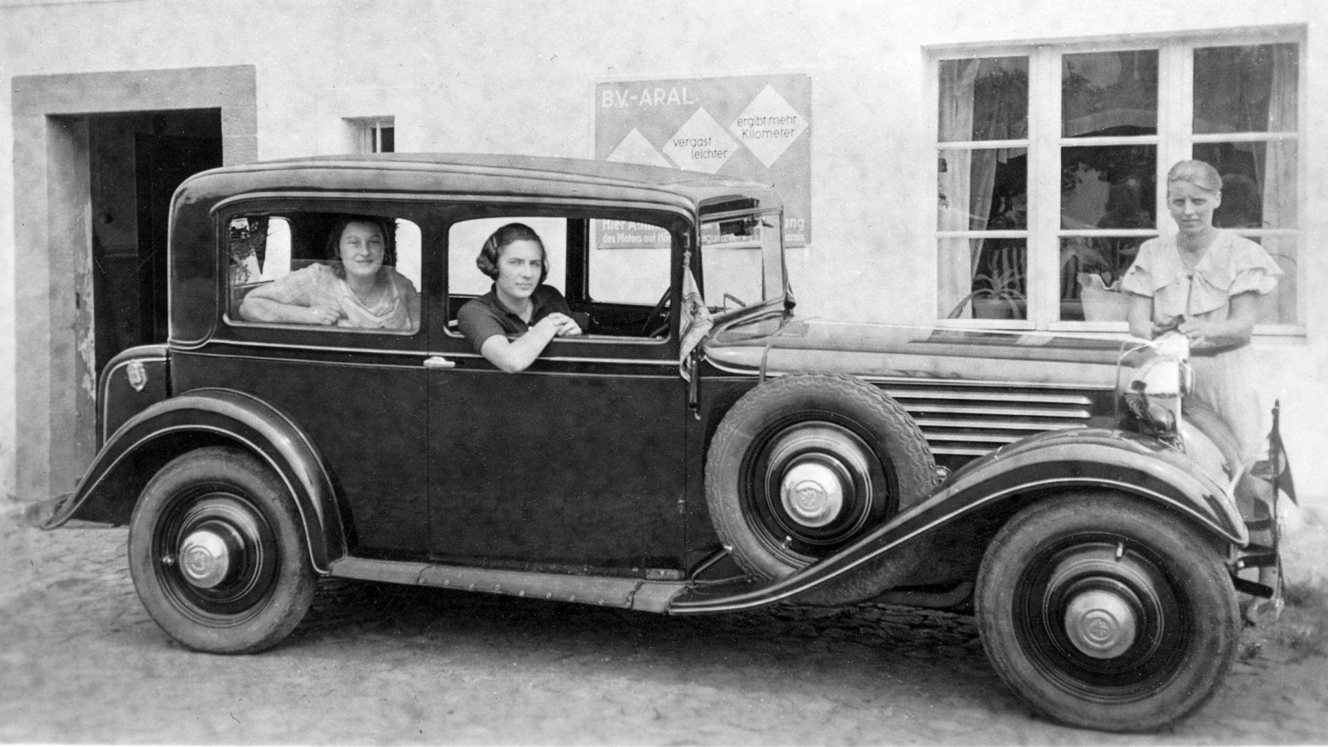 Stoewer_R-140_2-türige_Limousine_Sommer_1933_Galerie