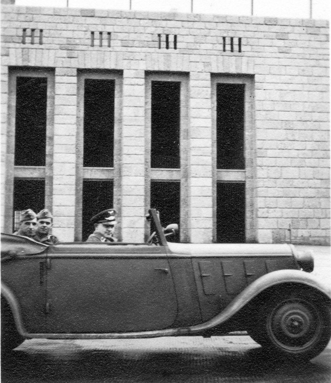 Hanomag_Rekord_Berlin_Olympiastadion_07-1938_Galerie