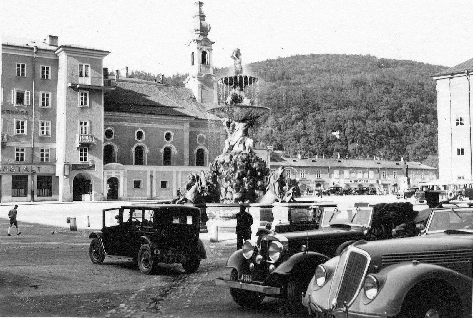 Renault_Viva_oder Nerva_Grand Sport_1936_Salzburg_Residenzplatz_Galerie1