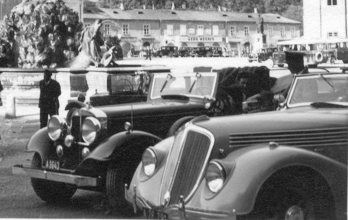 Renault_Viva_oder Nerva_Grand Sport_1936_Salzburg_Residenzplatz_Galerie2