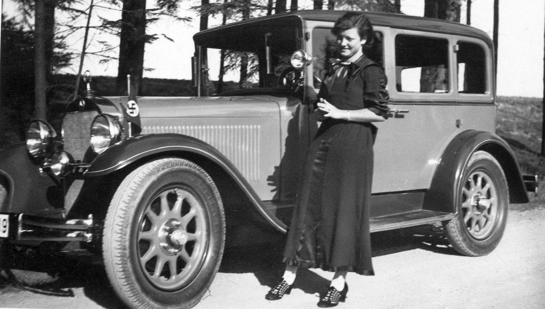 Mercedes-Benz_Stuttgart_200_bzw._260_10-1935_Galerie