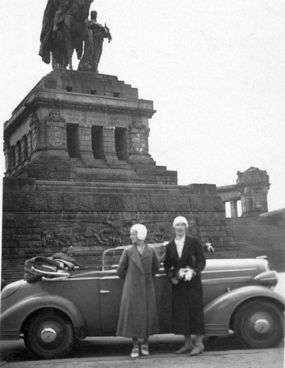 Opel_1.3_Liter_da_Tankstutzen_links_2-Fenster-Cabiolet_1934_Koblenz_Galerie