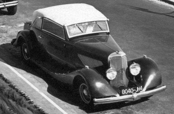Panhard_Cabrio-Typ_ab_1932-36_hier_1934-35_Ak_Les_Sables_d'Olonnes_Galerie3